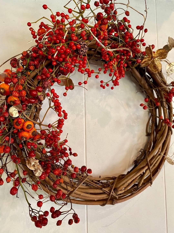 赤とプラチナゴールドのクリスマスリース