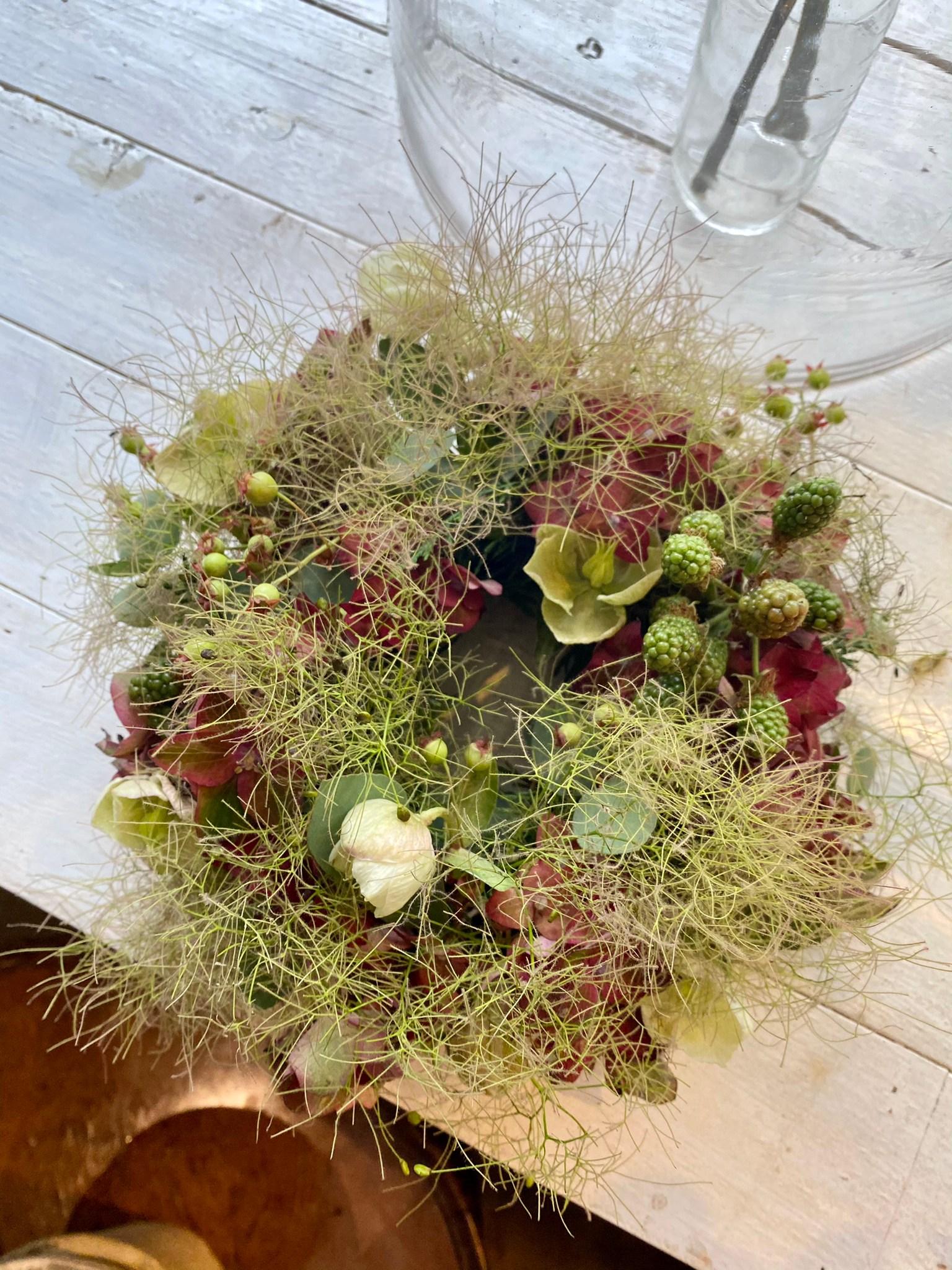 紫陽花とスモークツリーのリースアレンジメント